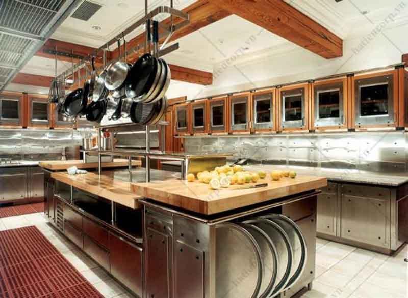 Bố trí bếp nhà hàng theo kiểu trung tâm
