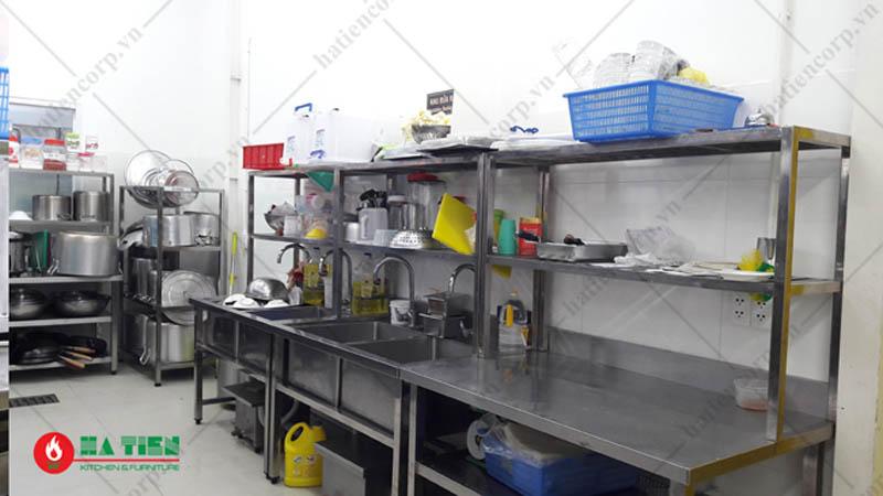khu rửa bếp nhà hàng