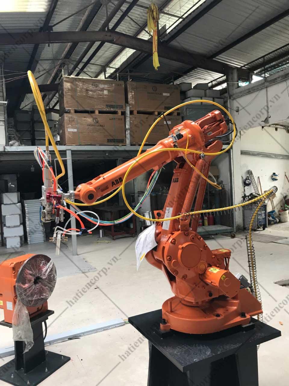 Sử dụng robot hàn laser