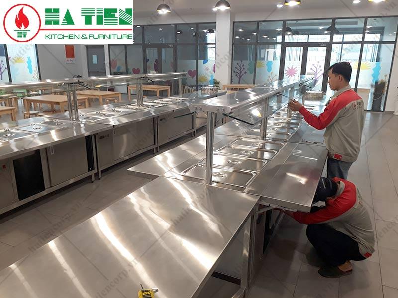 thiết kế bếp trường học: Lắp đặt thiết bị khu vực ra thức ăn