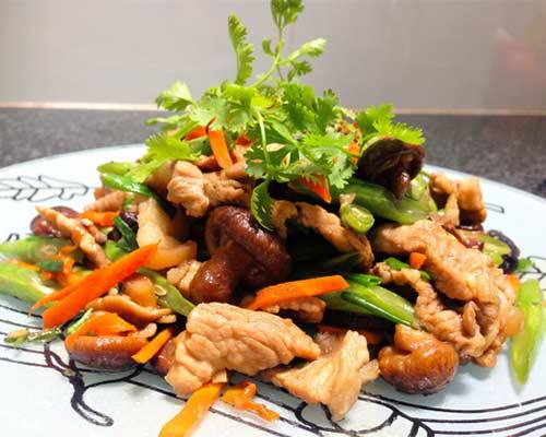 chế biến thức ăn bằng bếp á