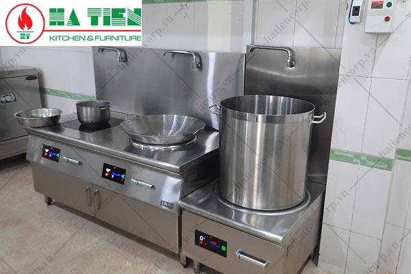 Bếp điện từ công nghiệp trong bếp trường học